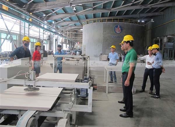 Gạch men Viglacera sản xuất bằng dây chuyền hiện đại